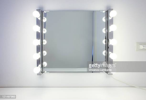 Dressing room mirror with ten light bulbs
