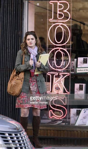 Drew Barrymore during Hugh Grant and Drew Barrymore on the Set of 'Music and Lyrics' December 6 2006 at SoHo in New York City New York United States