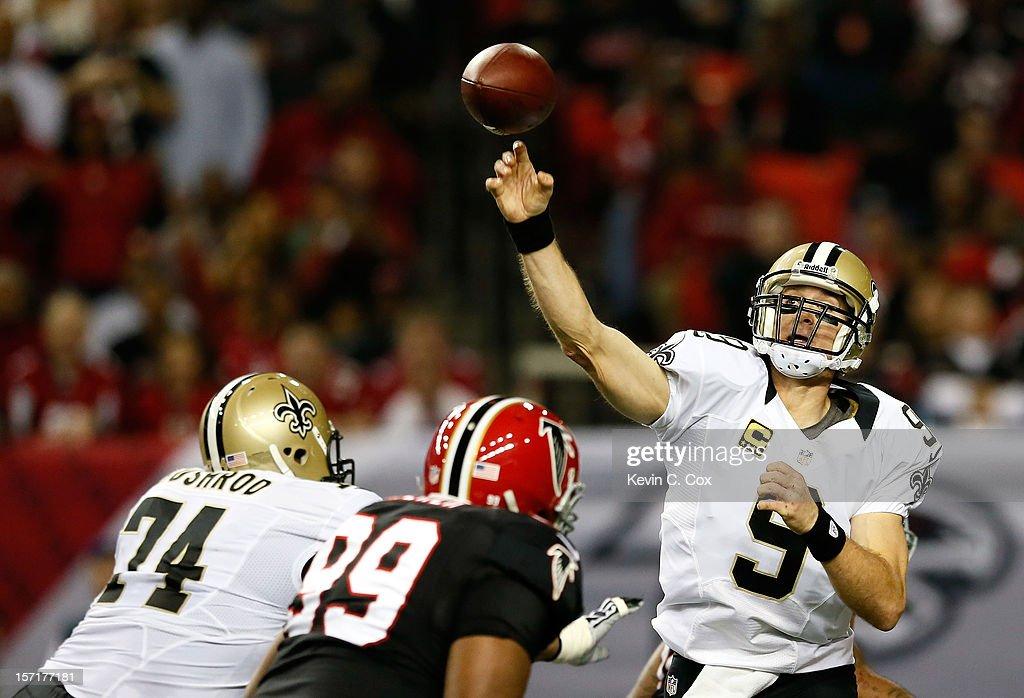 Drew Brees #9 of the New Orleans Saints passes against the Atlanta Falcons at Georgia Dome on November 29, 2012 in Atlanta, Georgia.