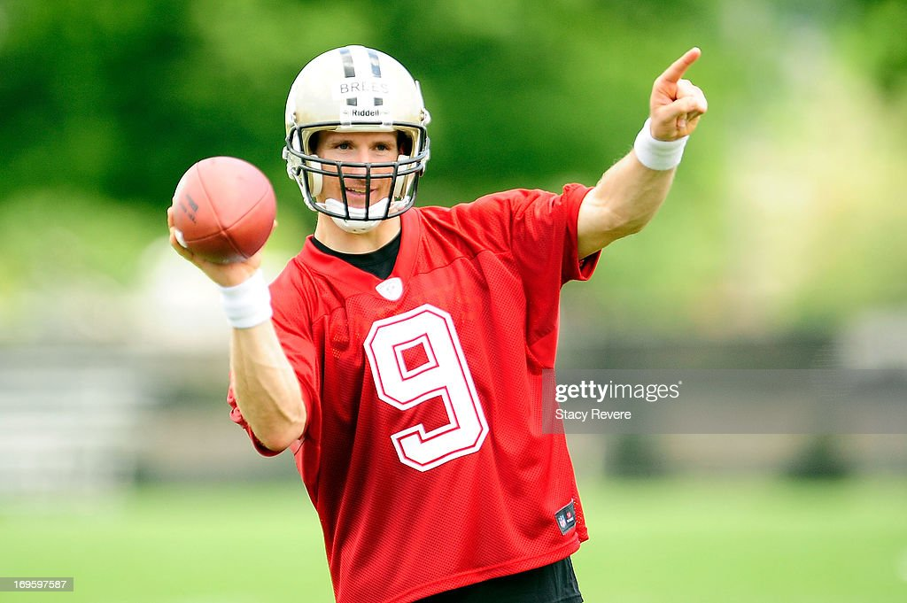 Drew Brees #9 of the New Orleans Saints works with teammates during organized team activities, OTA's, at the Saints training facility on May 23, 2013 in Metairie, Louisiana.