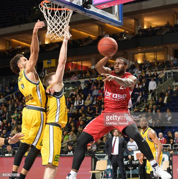Drew Crawford Jack Cooley of the MHP Riesen Ludwigsburg and Darius Miller of Brose Bamberg during the game between the MHP RIESEN Ludwigsburg and the...