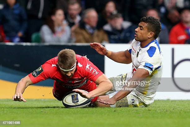 Drew Mitchell of Toulon dives past Wesley Fofana of Clermont to score his team's second try during the European Rugby Champions Cup Final match...