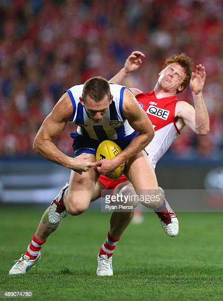 Drew Petrie of the Kangaroos collides with Gary Rohan of the Swans during the First AFL Semi Final match between the Sydney Swans and the North...