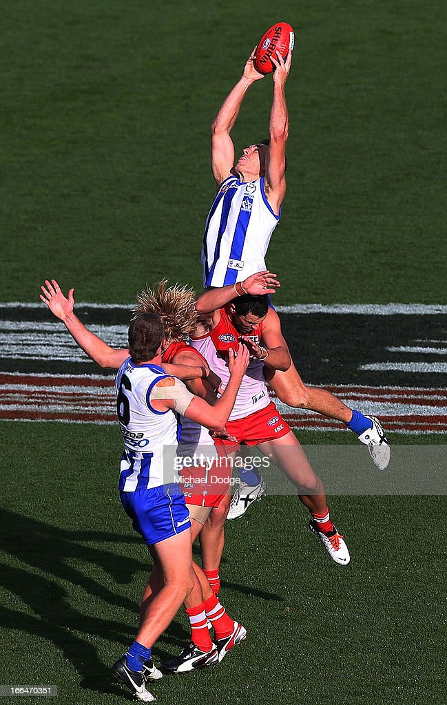 <a gi-track='captionPersonalityLinkClicked' href=/galleries/search?phrase=Drew+Petrie&family=editorial&specificpeople=216448 ng-click='$event.stopPropagation()'>Drew Petrie</a> of the Kangaroos marks the ball over Heath Grundy of the Swans during the round three AFL match between the North Melbourne Kangaroos and the Sydney Swans at Blundstone Arena on April 13, 2013 in Hobart, Australia.