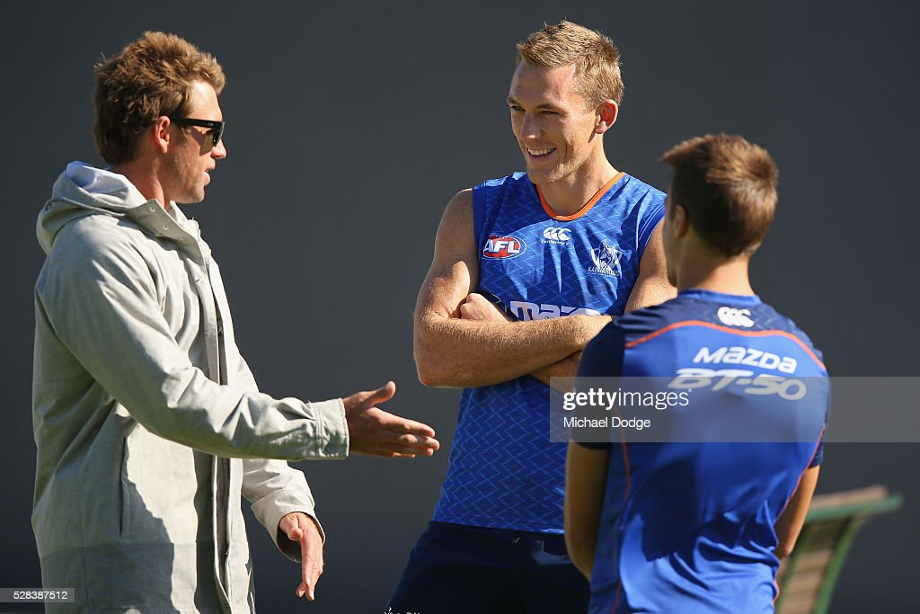 <a gi-track='captionPersonalityLinkClicked' href=/galleries/search?phrase=Drew+Petrie&family=editorial&specificpeople=216448 ng-click='$event.stopPropagation()'>Drew Petrie</a> of the Kangaroos (C) playing his 300th game this weekend, talks with former teammate <a gi-track='captionPersonalityLinkClicked' href=/galleries/search?phrase=Daniel+Pratt&family=editorial&specificpeople=542486 ng-click='$event.stopPropagation()'>Daniel Pratt</a> who turned up to watch a North Melbourne Kangaroos AFL media session at Arden Street Ground on May 5, 2016 in Melbourne, Australia.