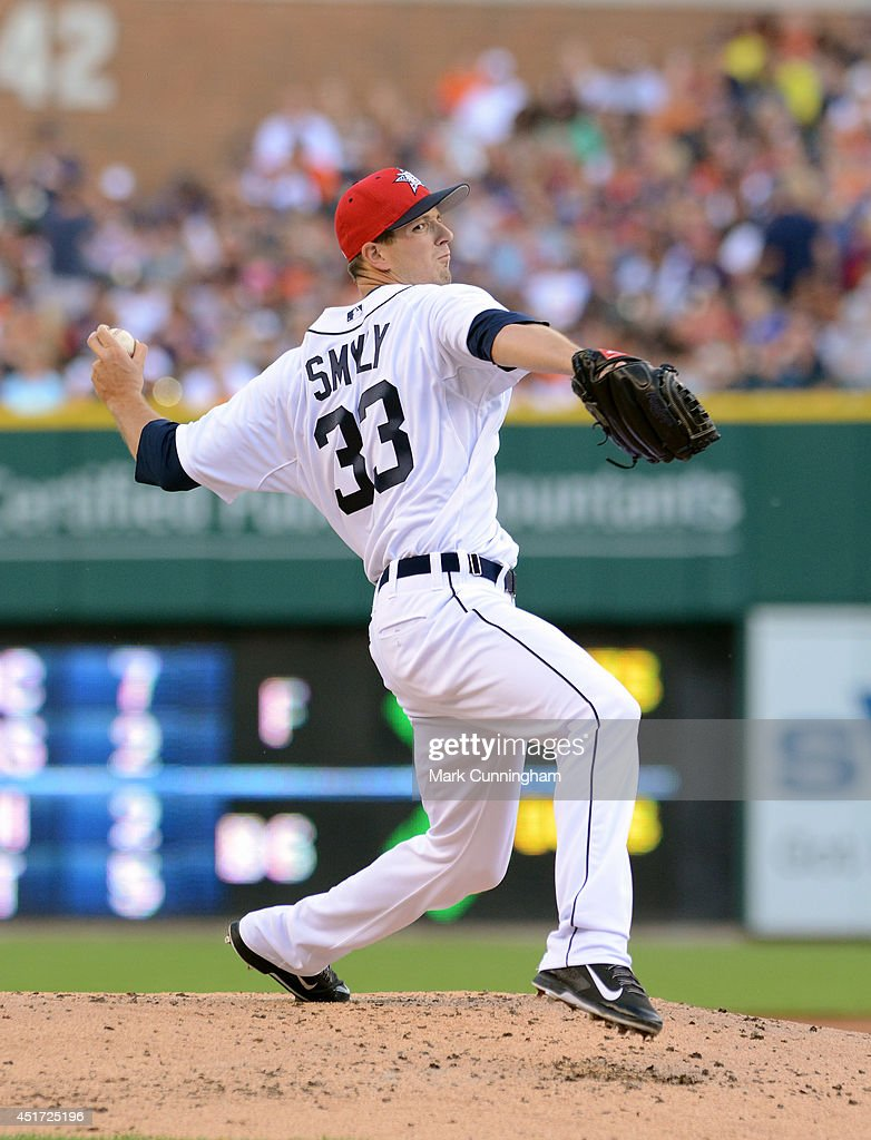 Drew Smyly #33 of the Detroit Tigers pitches while wearing a special red, white and blue hat to honor Independence Day during the game against the Tampa Bay Rays at Comerica Park on July 4, 2014 in Detroit, Michigan. The Rays defeated the Tigers 6-3.