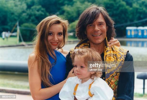 Drews Juergen * Musiker Schlagersaenger D mit Ehefrau Ramona und Tochter Joelina