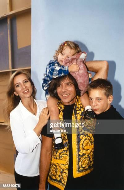 Drews Juergen * Musiker Schlagersaenger D mit Ehefrau Ramona Tochter Joelina und Sohn Fabian