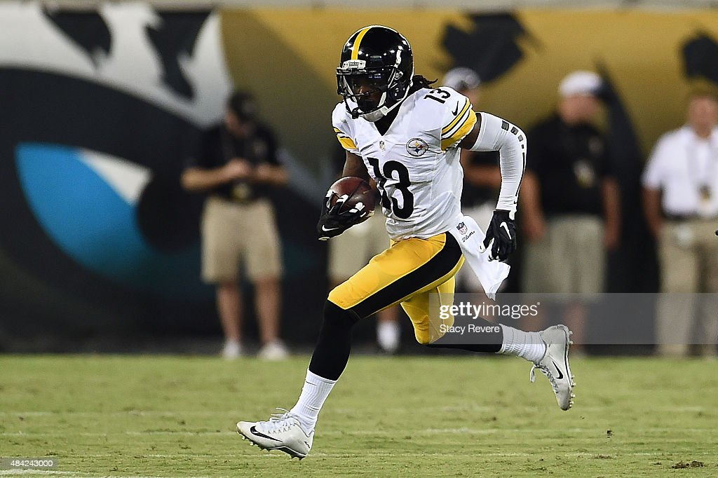 Dri Archer #13 of the Pittsburgh Steelers runs for yards during a preseason game against the Jacksonville Jaguars at EverBank Field on August 14, 2015 in Jacksonville, Florida.