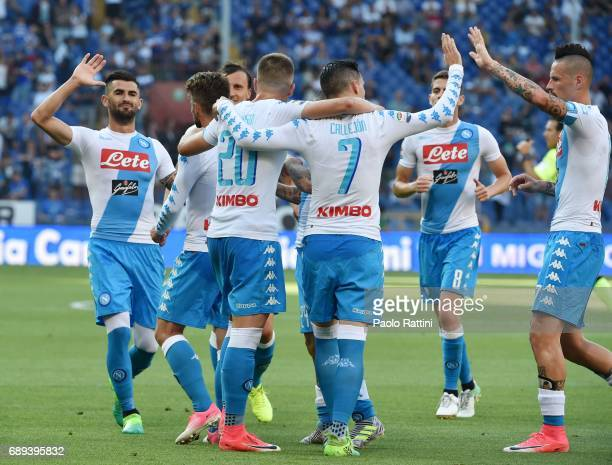 Dries Mertens celebrates with teammates after scoring a goal 01 during the Serie A match between UC Sampdoria and SSC Napoli at Stadio Luigi Ferraris...
