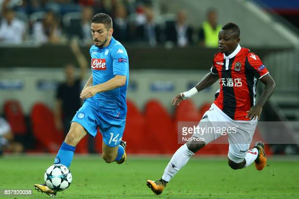 Dries Mertens of Napoli and Jean Michael Seri of Nice during the UEFA Champions League Qualifying PlayOffs round second leg match between OGC Nice...