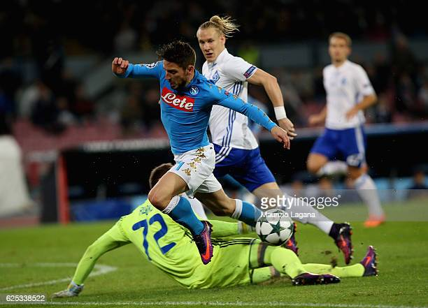 Dries Mertens of Napoli competes for the ball with Artur Rudko of Dynamo Kyiv during the UEFA Champions League match between SSC Napoli and FC Dynamo...