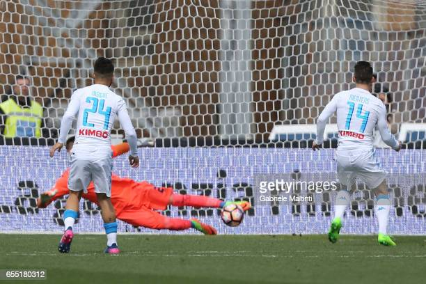 Dries Mertens of SSC Napoli misses a penalty during the Serie A match between Empoli FC and SSC Napoli at Stadio Carlo Castellani on March 19 2017 in...