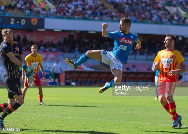 Dries Mertens of SSC Napoli scoring the 30 during the Italian Serie A match between SSC Napoli and Benevento at San Paolo Stadium on September 17 2017
