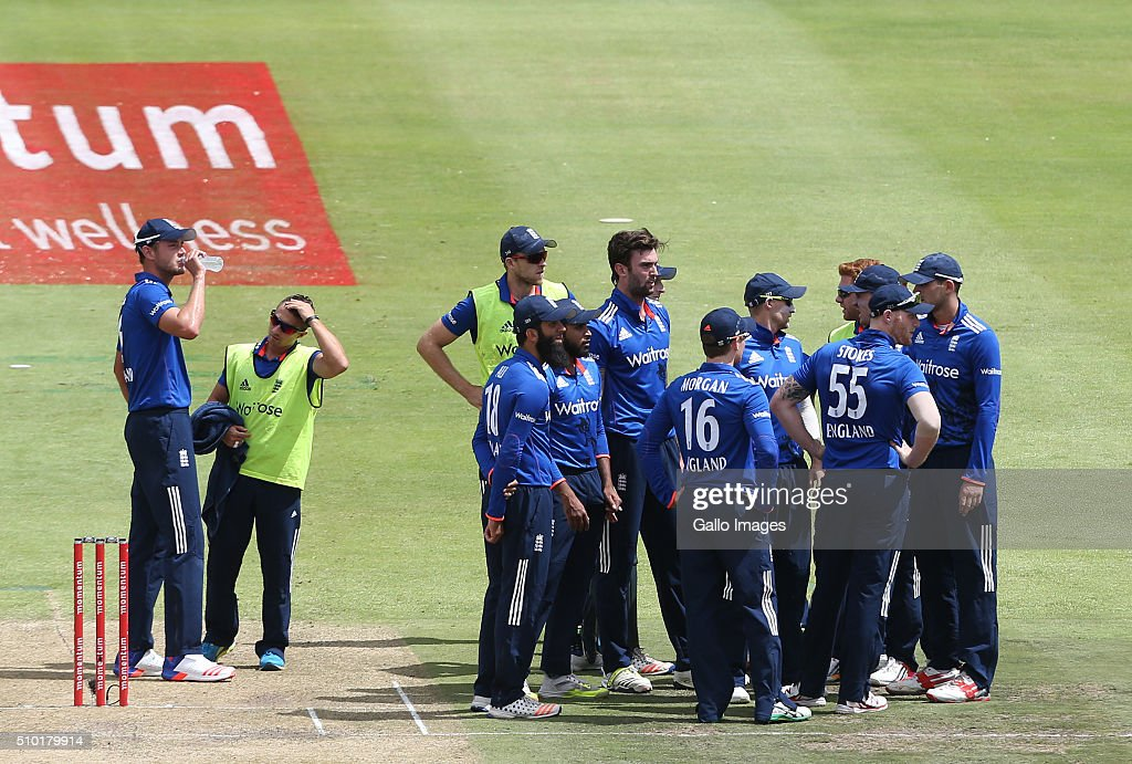 Drinks during the 5th Momentum ODI Series match between South Africa and England at PPC Newlands on February 14, 2016 in Cape Town, South Africa.