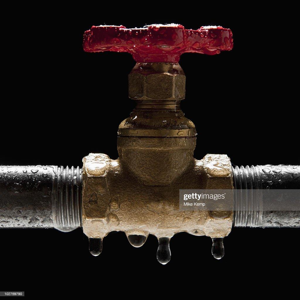 Dripping stop valve