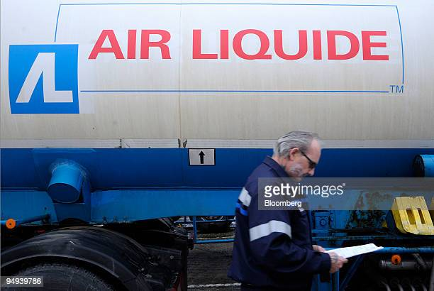 A driver prepares to load nitrogen into his truck at the Air Liquide factory in Moissy Cramayel France on Friday Feb 13 2009 Air Liquide SA the...