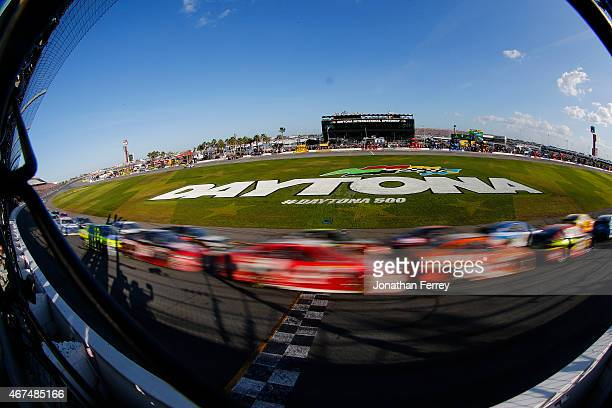 Drivers race during the NASCAR Sprint Cup Series 57th Annual Daytona 500 at Daytona International Speedway on February 22 2015 in Daytona Beach...