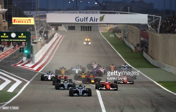 Drivers take the start of the Bahrain Formula One Grand Prix at the Sakhir circuit in Manama on April 16 2017 / AFP PHOTO / Karim Sahib