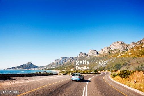 Conduite sur la route côtière après douze apôtres en direction de Cape Town