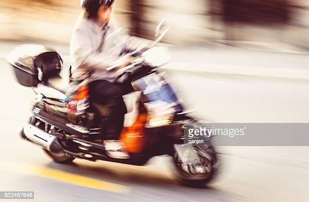 Conduite scooter sur la ville
