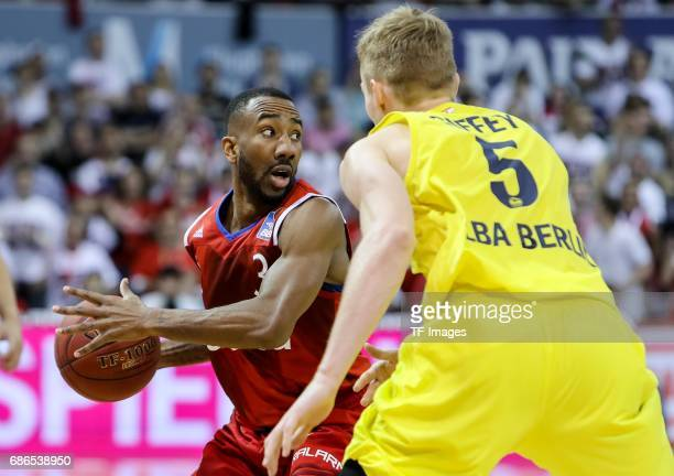 Dru Joyce of Munich und Niels Giffey of Berlin battle for the ball during the easyCredit BBL Basketball Bundesliga match between FC Bayern Muenche...