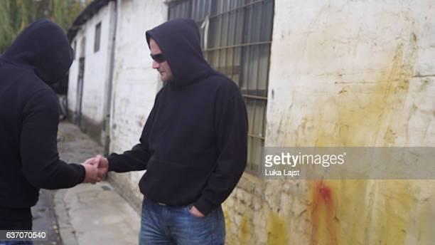 drug dealer selling portions of heroine