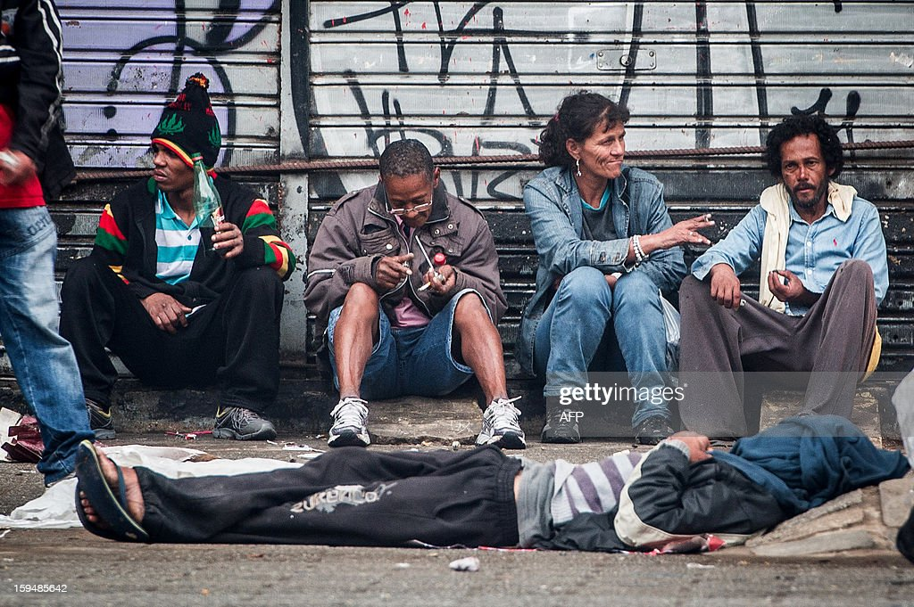 Drug users flock together on a sidewalk in'Crackolandia', a place where addicts gather to smoke crack, in downtown Sao Paulo Brazil on January 14, 2013. AFP PHOTO/Yasuyoshi CHIBA