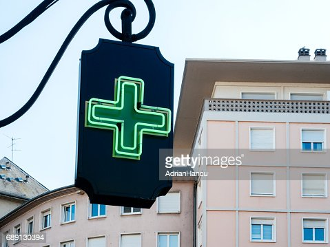 Drugstore neon sign with real estate apartment buildings in the background : Foto stock