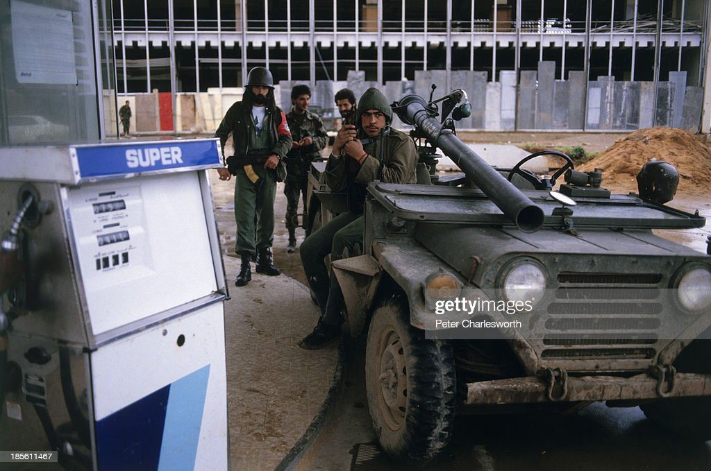 Druze militiamen move into a new position during a bitter power struggle with Sunni Mourabitoun militiamen in West Beirut After days of bitter...