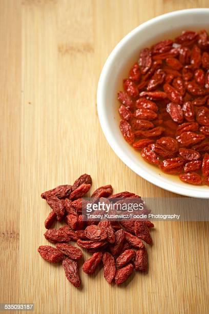 dry and reconstituted goji berries