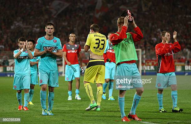 Düsseldorfer enttäuscht nach Spielende Dustin Bomheuer Torwart Fabian Giefer Andreas Lambertz Enttäuschung Sport Fußball Fussball zweite 2Bundesliga...
