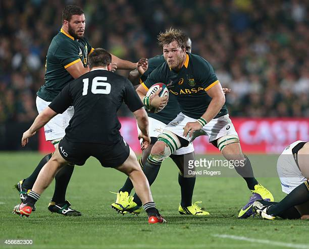 Duane Vermeulen of South Africa charges upfield during the Rugby Championship match between the South African Springboks and the New Zealand All...