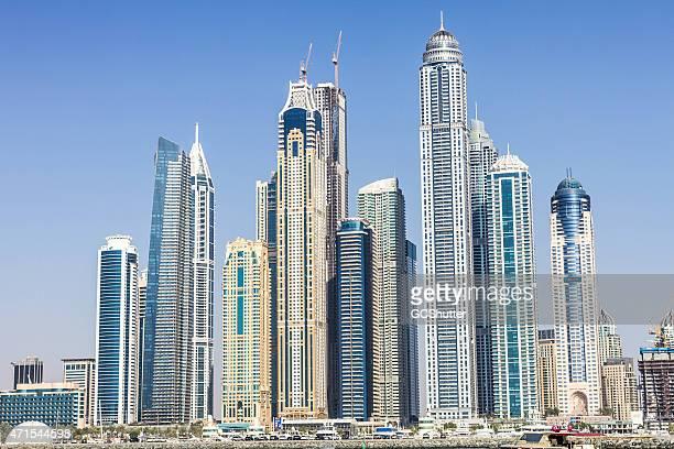 Marina de Dubaï gratte-ciel dans une journée d'été clair