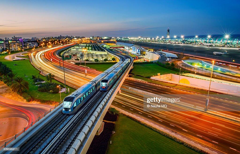 Dubai metro trains crossing each other