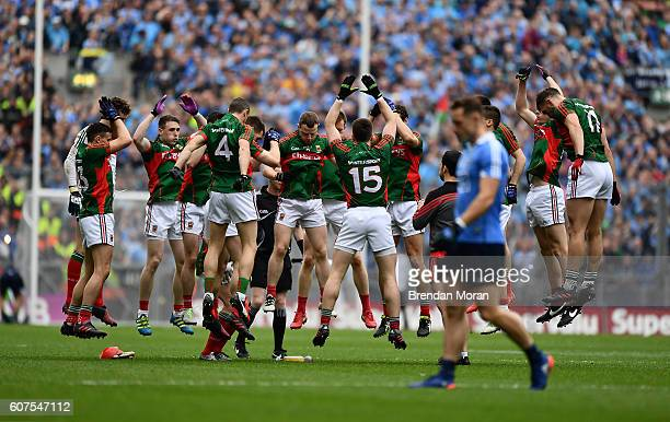 Dublin Ireland 18 September 2016 The Mayo team do a last minute warmup drill before the throwin in the GAA Football AllIreland Senior Championship...