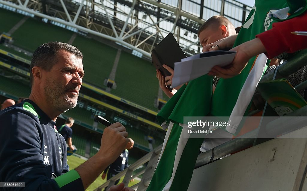 Dublin , Ireland - 24 May 2016; Republic of Ireland assistant manager <a gi-track='captionPersonalityLinkClicked' href=/galleries/search?phrase=Roy+Keane&family=editorial&specificpeople=171835 ng-click='$event.stopPropagation()'>Roy Keane</a> signs autographs for supporters after squad training in the Aviva Stadium, Lansdowne Road, Dublin.