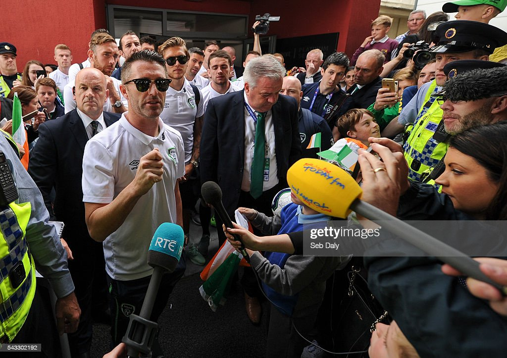 Dublin , Ireland - 27 June 2016; <a gi-track='captionPersonalityLinkClicked' href=/galleries/search?phrase=Robbie+Keane&family=editorial&specificpeople=171824 ng-click='$event.stopPropagation()'>Robbie Keane</a> of Republic of Ireland talks to the gathered press and supporters during their return from UEFA Euro 2016 in France at Dublin Airport, Dublin.