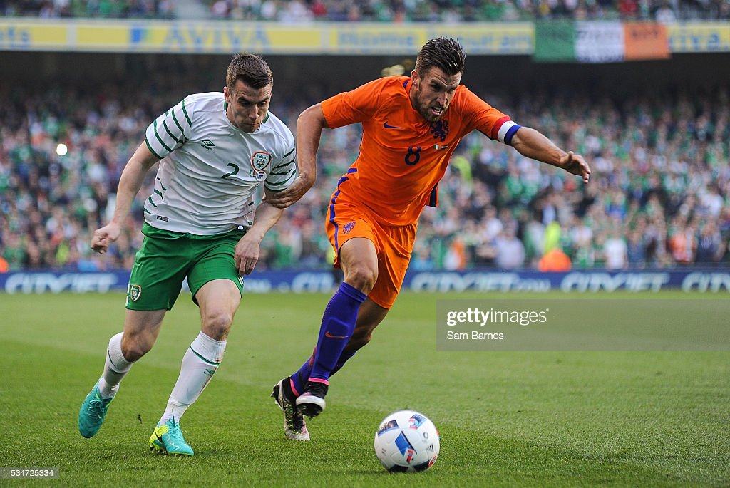 Dublin , Ireland - 27 May 2016; Seamus Coleman of Republic of Ireland in action against <a gi-track='captionPersonalityLinkClicked' href=/galleries/search?phrase=Kevin+Strootman&family=editorial&specificpeople=5566501 ng-click='$event.stopPropagation()'>Kevin Strootman</a> of Netherlands during the 3 International Friendly between Republic of Ireland and Netherlands in the Aviva Stadium, Lansdowne Road, Dublin.