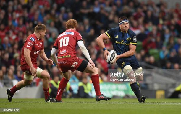 Dublin Ireland 27 May 2017 CJ Stander of Munster in action against James Davies left and Rhys Patchell of Scarlets during the Guinness PRO12 Final...