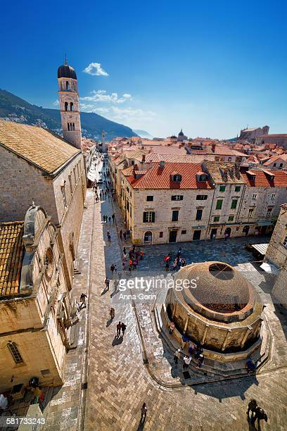 Dubrovnik Old City fountain & tourists from above