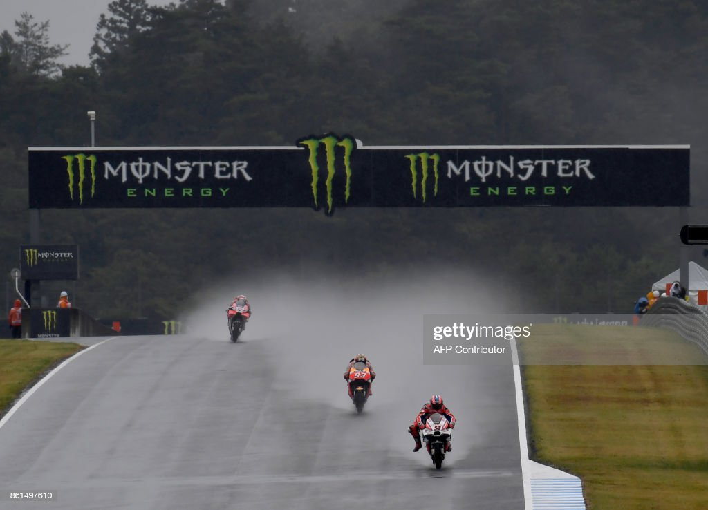 Ducati rider Danilo Petrucci of Italy (R) leads Ducati rider Andrea Dovizioso of Italy (L) and Honda rider Marc Marquez of Spain (C) at the downhill straight during the MotoGP Japanese Grand Prix at Twin Ring Motegi circuit in Motegi, Tochigi prefecture on October 15, 2017. /