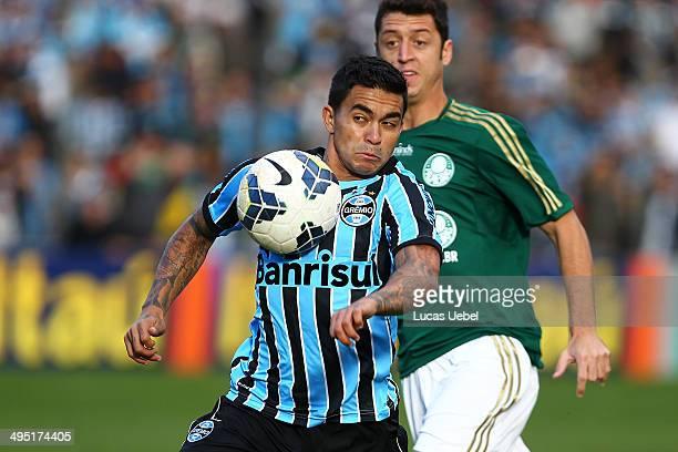 Dudu of Gremio battles for the ball against Felipe Menezes of Palmeiras during the match Gremio v Palmeiras as part of Brasileirao Series A 2014 at...