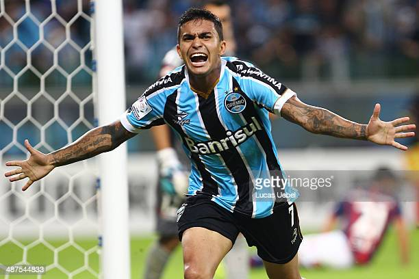 Dudu of Gremio celebrates after scoring their first goal during the match between Gremio and San Lorenzo for the Copa Briedgestone Libertadores 2014...