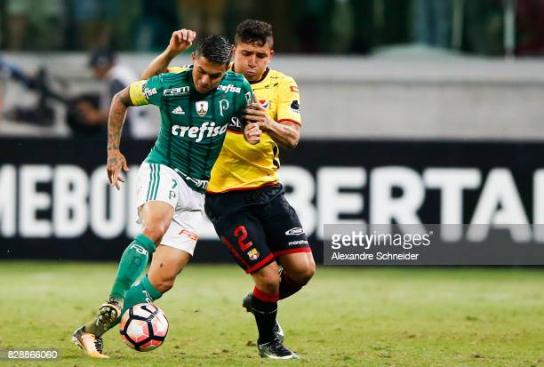 Dudu of Palmeiras and Mario Pineida of Barcelona de Guayaquil in action during the match between Palmeiras and Barcelona de Guayaquil for the Copa...