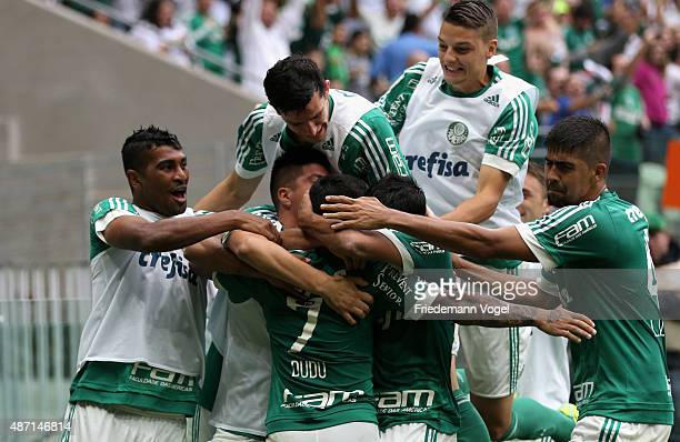 Dudu of Palmeiras celebrates scoring the third goal with his team during the match between Palmeiras and Corinthians for the Brazilian Series A 2015...