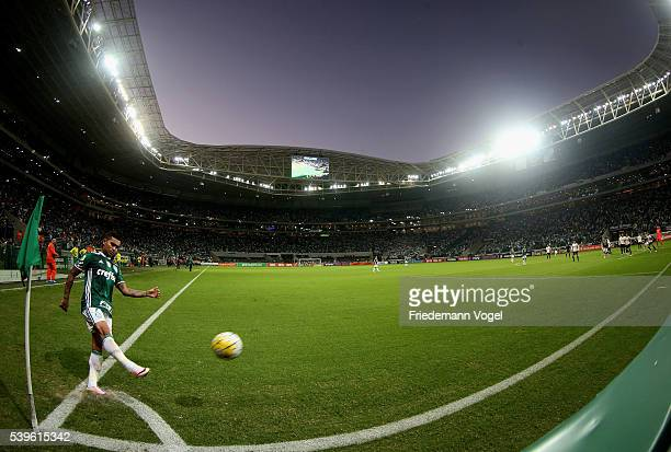 Dudu of Palmeiras shooting a corner during the match between Palmeiras and Corinthians for the Brazilian Series A 2016 at Allianz Parque on June 12...