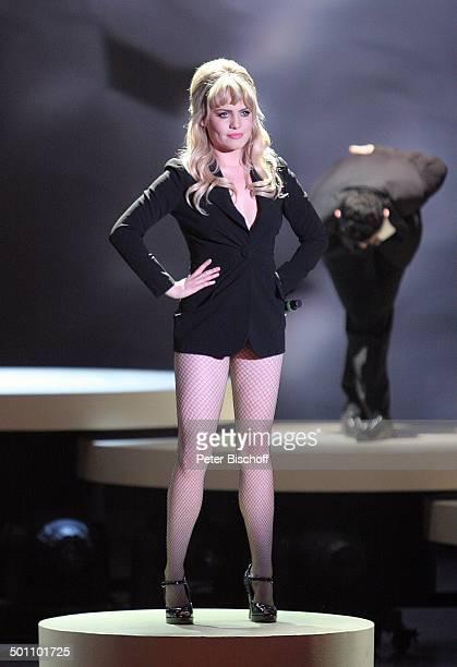 Duffy Tänzer 180 ZDFShow 'Wetten dass''Messehalle' Düsseldorf NordrheinWestfalen Deutschland Europa Bühne Auftritt Mikrofon singen sexy HotPants...