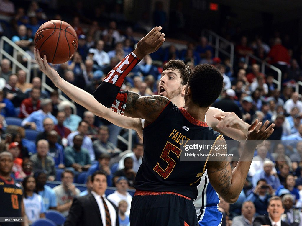 Duke forward <a gi-track='captionPersonalityLinkClicked' href=/galleries/search?phrase=Ryan+Kelly+-+Basketspelare&family=editorial&specificpeople=15185169 ng-click='$event.stopPropagation()'>Ryan Kelly</a> (34) tries to hold onto the ball as Maryland guard Nick Faust (5) defends in the first half of a quarter-final game at the ACC Tournament at the Greensboro Coliseum in Greensboro, North Carolina, Friday, March 15, 2013.