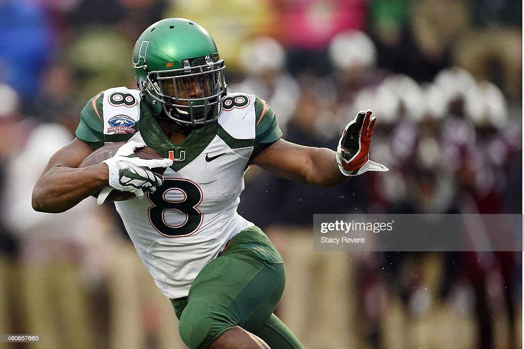 <a gi-track='captionPersonalityLinkClicked' href=/galleries/search?phrase=Duke+Johnson+-+American+football-speler&family=editorial&specificpeople=13981151 ng-click='$event.stopPropagation()'>Duke Johnson</a> #8 of the Miami Hurricanes runs for yards against the South Carolina Gamecocks during the first quarter of the Duck Commander Independence Bowl at Independence Stadium on December 27, 2014 in Shreveport, Louisiana.